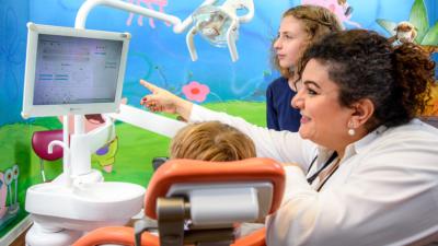 Zahnarzt Meerbusch - Nazer - Behandlung in unserer Praxis