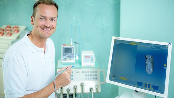 Zahnarzt Meerbusch - Nazer - Team - Dr. Schmidt-Hasemann