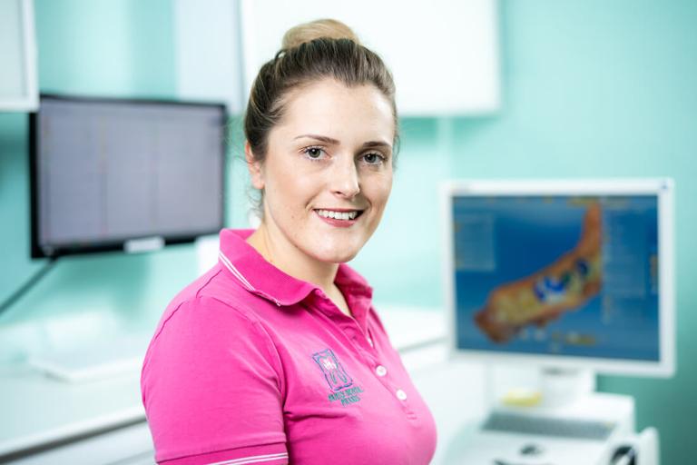 Zahnarzt Meerbusch, das Team: Portrait Mitarbeiterin