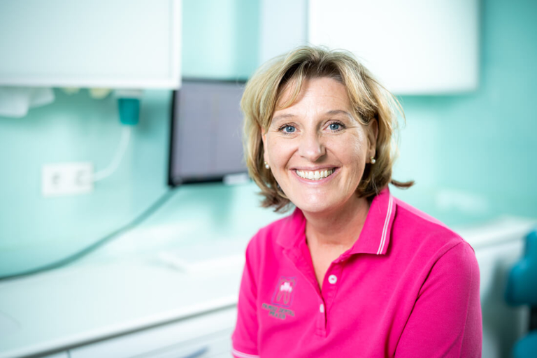 Zahnarzt Meerbusch - Nazer - Team - Sibylle Bramer