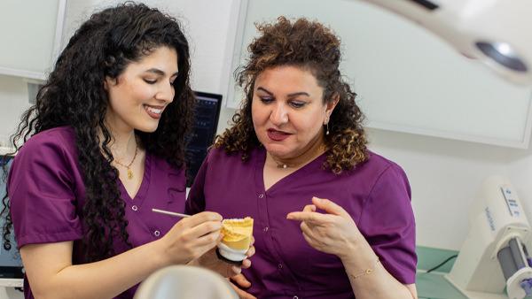 Zahnarzt Meerbusch - Nazer - Team - die Zahnärztinnen